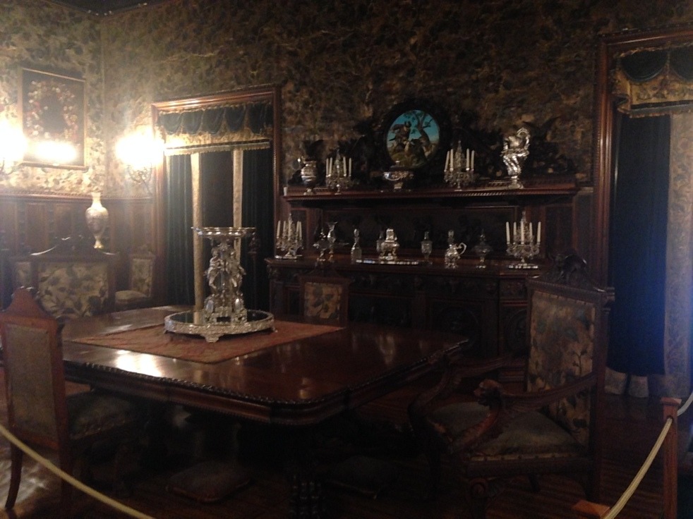 Chateau-sur-Mer dining room