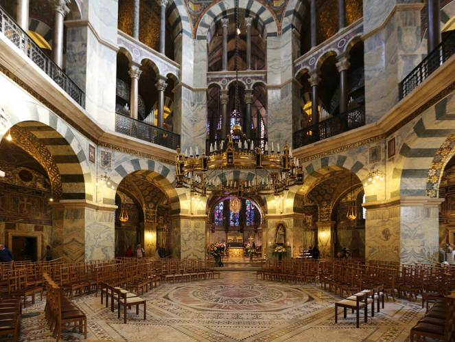 Charlemagne's Palatine chapel at Aachen guide to Romanesque architecture