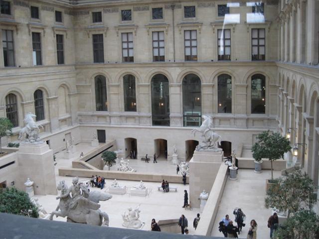 Louvre sculpture court