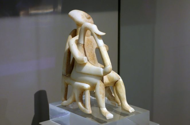 Cycladic figurines harp player